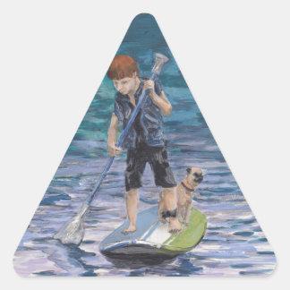 Aventurero 2015 del muchacho del Huck y su perro Pegatina Triangular