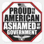 ¡Avergonzado de mi gobierno! Pegatina Cuadrada