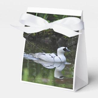 Aves acuáticas blancos y negros del pato de salto cajas para detalles de boda