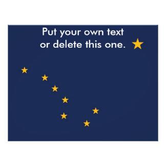 """Aviador con la bandera de Alaska, los E.E.U.U. Folleto 8.5"""" X 11"""""""