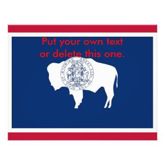 """Aviador con la bandera de Wyoming, los E.E.U.U. Folleto 8.5"""" X 11"""""""