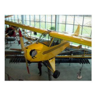 Avión amarillo.  Museo de la aviación del parque Postal
