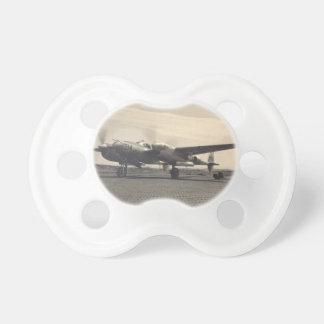 avión antiguo chupete