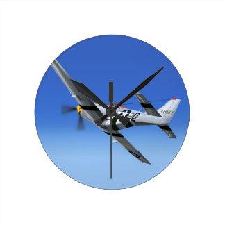 Avión de combate del mustango de WWII P51 Reloj Redondo Mediano