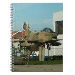 Avión de combate del portugués del vintage cuaderno