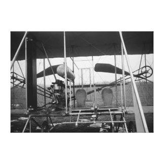 Avión de los hermanos de Wright con el piloto y Lienzo Envuelto Para Galerías