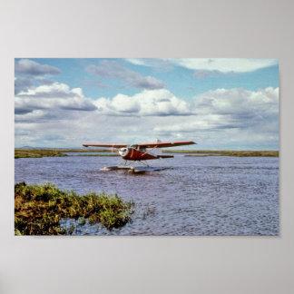 Avión del flotador en el lago posters