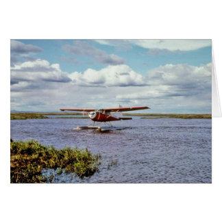 Avión del flotador en el lago tarjeton