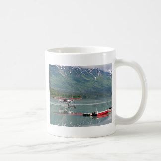 Avión del flotador, lago trail, Alaska Taza