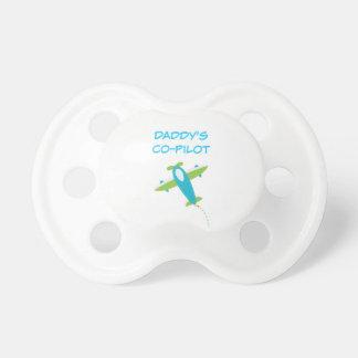 Avión verde azul claro del pacificador del chupete de bebe