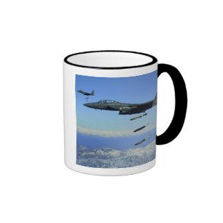 Aviones de Eagle de la huelga de la fuerza aérea Taza A Dos Colores