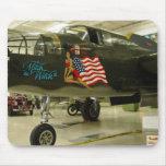 Aviones de la bruja WWII de Mitch Alfombrillas De Ratón
