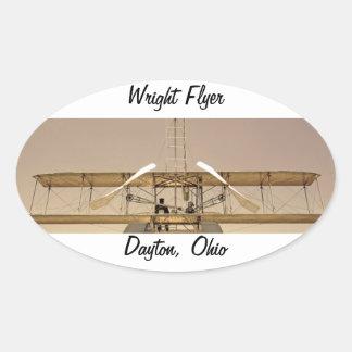 Aviones del aviador de Wright Calcomanías Ovaladas