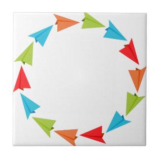 Aviones del papel de la formación del círculo azulejo cuadrado pequeño