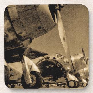 Aviones impávidos del bombardero del SBD de Posavasos De Bebidas