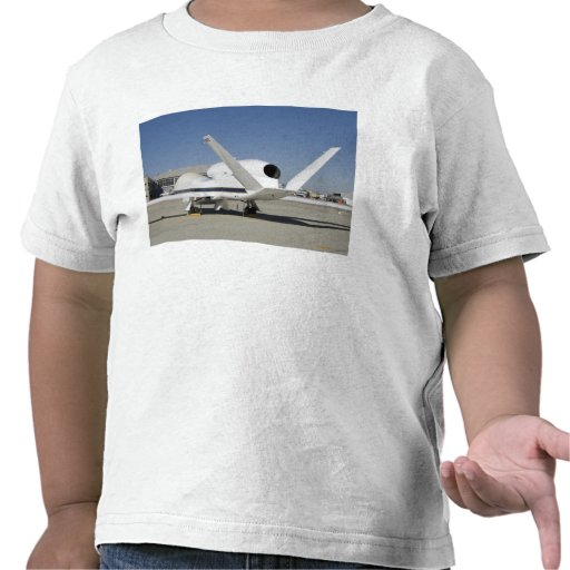 Aviones sin tripulación del halcón global camiseta