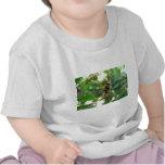 Avispa en la flor camiseta