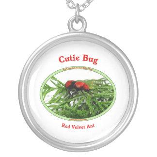 Avispa roja de la hormiga del terciopelo del colgante redondo