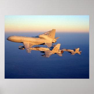 Avispón de la Royal Air Force Tristar y de F-18C Póster