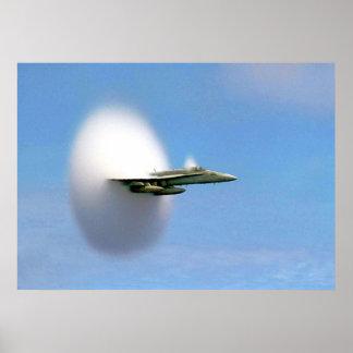 Avispón FA-18 que rompe la barrera de sonidos Posters