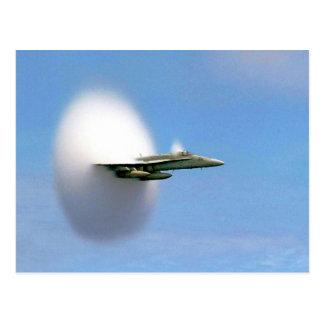 Avispón FA-18 que rompe la barrera de sonidos Postal