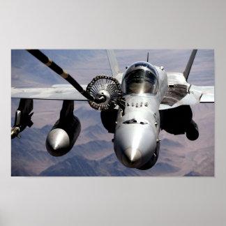 Avispón Mid Air de F-18C que reaprovisiona el post Póster