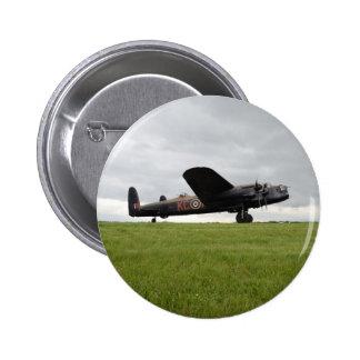 Avro Lancaster en The Field Pin Redondo De 2 Pulgadas