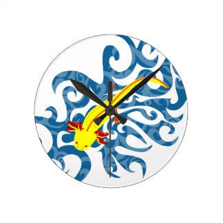 Axolotl yellow in the Wassser Round Clock
