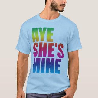 Aye ella es camiseta divertida de la mina GLBT