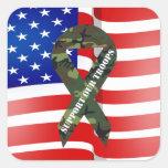 Ayuda de Camo del verde de la bandera americana Calcomanía Cuadradase
