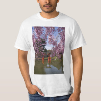 Ayuda de la flor de cerezo para Japón Playera