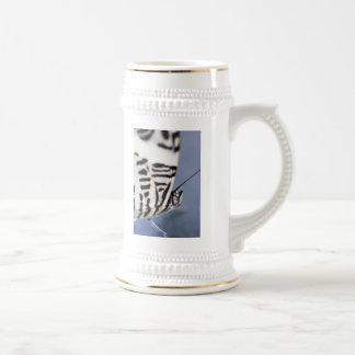 ayuda de la mariposa jarra de cerveza
