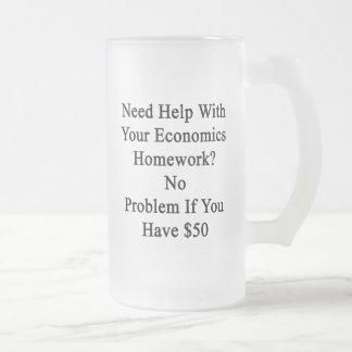 Ayuda de la necesidad con su preparación de la taza de cristal