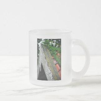 Ayuda descuidada taza de café esmerilada