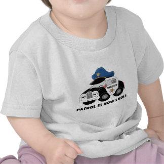 Ayudante del sheriff en patrulla camisetas