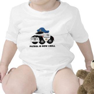 Ayudante del sheriff en patrulla traje de bebé