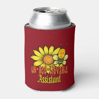 Ayudante increíble con el abejorro enfriador de latas