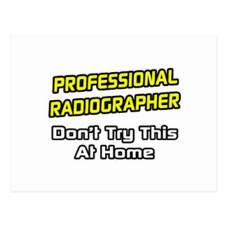 Ayudante radiólogo profesional. Chiste Postal