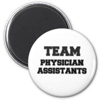 Ayudantes del médico del equipo imán
