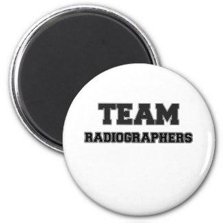 Ayudantes radiólogos del equipo imán de frigorífico