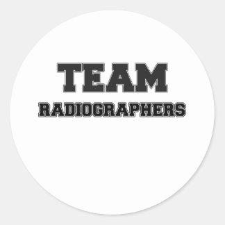 Ayudantes radiólogos del equipo pegatina redonda
