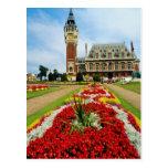 Ayuntamiento rosado, Calais, Francia florece Tarjeta Postal