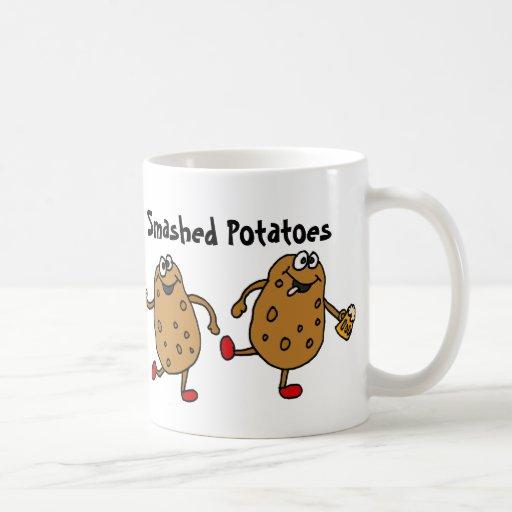 AZ- dibujo animado roto de las patatas Taza De Café