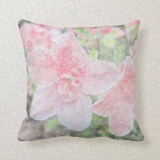 Azaleas descoloradas cojín decorativo