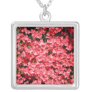 Azaleas. Flores rosadas bonitas Colgante Cuadrado