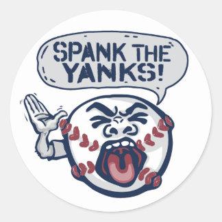 Azote el béisbol indignante de los tirones pegatina redonda