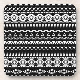 Azteca tribal blanco y negro del modelo inspirado posavasos