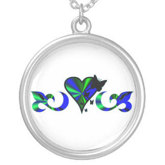 Azucena con corazón, de arco iris y mariposa collar plateado