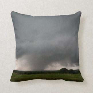 Azufre, almohada de tiro ACEPTABLE del tornado EF3 Cojín Decorativo