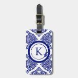 Azul adornado y blanco del damasco etiquetas maletas